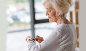 Контролировать нужно всё: рейтинг лучших умных браслетов здоровья для пожилых людей
