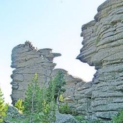 Каменные блоки Шории