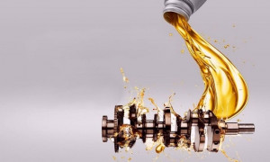 Какое моторное масло лучше заливать в двигатель Рено Логан: рейтинг 2020 года