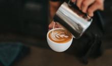 Наслаждаться идеальным кофе можно и дома: лучшие модели питчеров для взбивания молока
