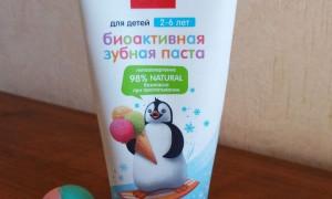 Хорошая зубная паста с маленьким сюрпризом для деток внутри