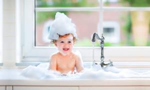 Пусть слёзы останутся в прошлом: рейтинг лучших детских шампуней на 2020 год