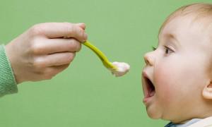 Кормим ребёнка правильно: рейтинг лучших пюре для первого прикорма 2020 года