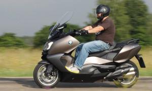 Прокатимся с ветерком: рейтинг лучших макси-скутеров на 2020–2021 год