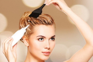 Без вреда для шевелюры: рейтинг лучших щадящих красок для волос 2021 года