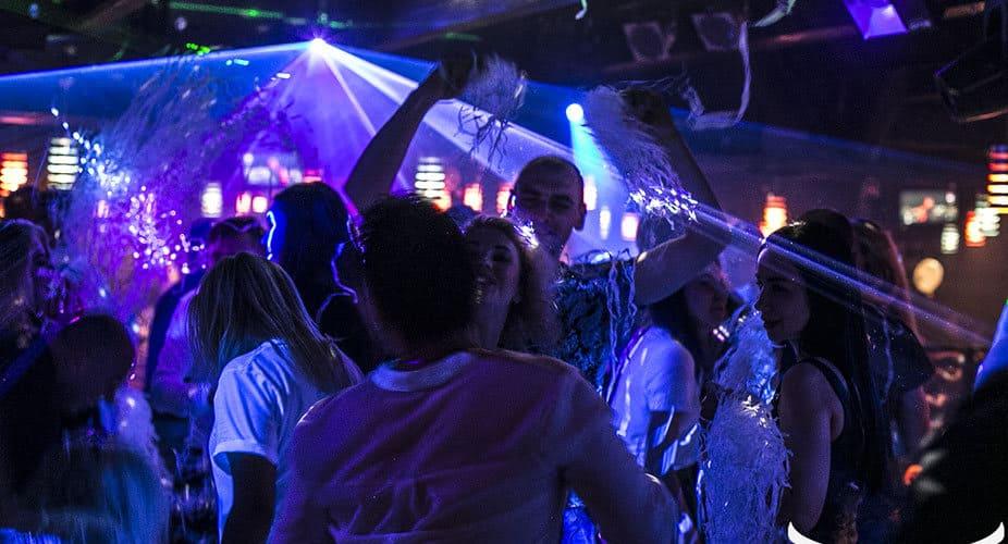 Ночные клубы для модных москвы небольшие клубы москва