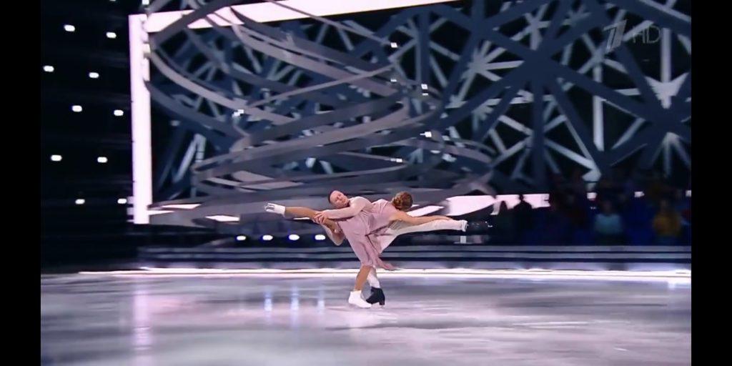 Посмотри и попробуй встать на лед
