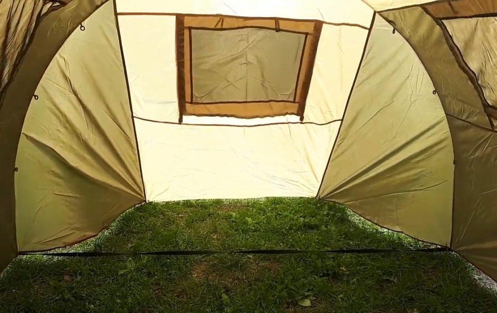 Просторная палатка хорошего качества.